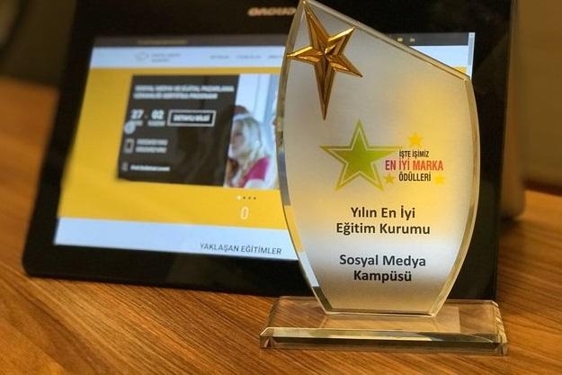 'En İyi Eğitim Markası' ödülümüzü aldık! Teşekkür ederiz.